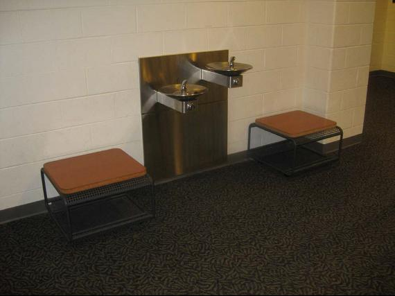 Cane-detectable Barriers around the Water Fountain